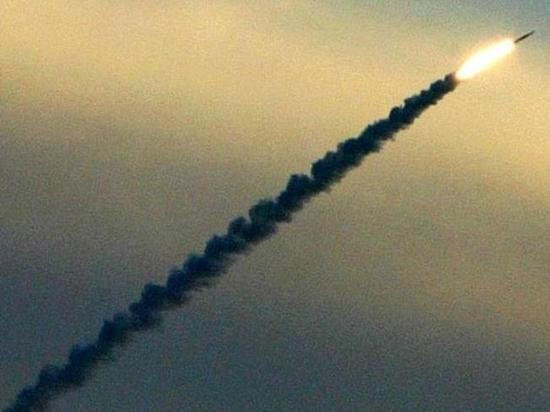В ВВС США связь этого испытания с ситуацией вокруг КНДР отрицают