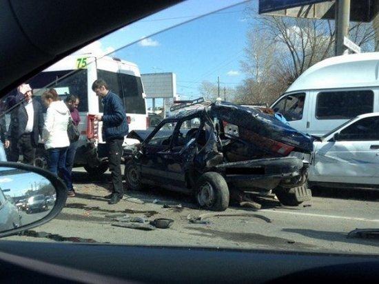 «Летели осколки стекла, плакал ребенок»: в Челябинске  произошло крупнейшее ДТП