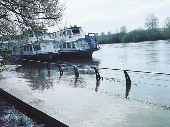Стала ли опасной Москва-река из-за сброса воды