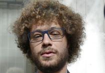 Штраф по 1000 рублей и двое суток ареста — таким решением суда завершилось дело о нападении в Ставрополе на известного блогера Илью Варламова