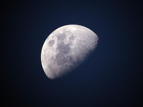 В качестве материала предлагается использовать лунную пыль