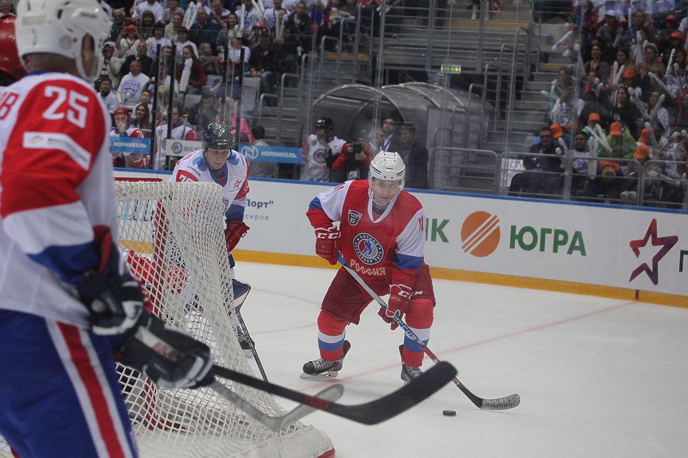 Путин упал на гала-матче НХЛ в Сочи