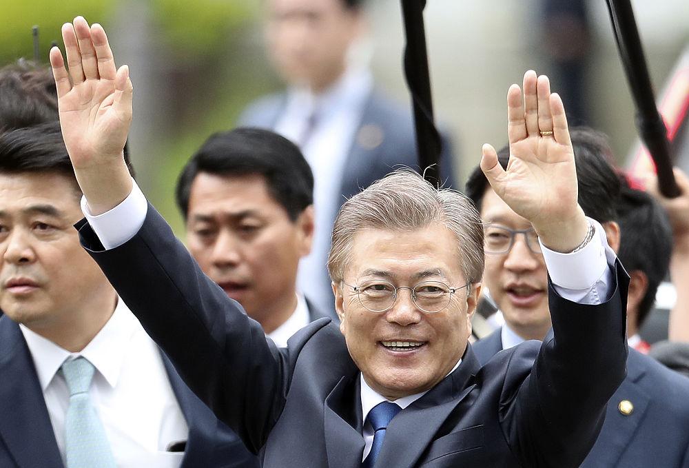 Вместо взяточницы: новый президент Кореи Мун Чжэ Ин принял присягу
