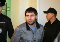 Очевидец последних секунд жизни политика Бориса Немцова на процессе в Московском окружном военном суде в четверг заявил, что подсудимый Заур Дадаев, которого следствие считает исполнителем убийства,  похож на человека, стремительно убегавшего с места преступления