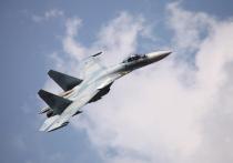 Российский истребитель Су-27 пролетел на близком расстоянии от патрульного противолодочного самолета P-8A Poseidon ВМС США над Черным морем