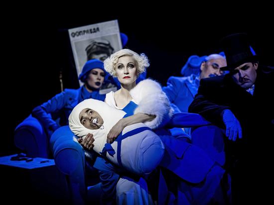 Ленин отправляет в космос: в Театре Наций поставили римейк «Цирка»