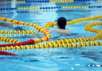 Компенсацию почти в полмиллиона рублей благодаря Фемиде получит от фитнес-клуба жительница столицы, сломавшая шейку бедра из-за скользкой плитки в бассейне