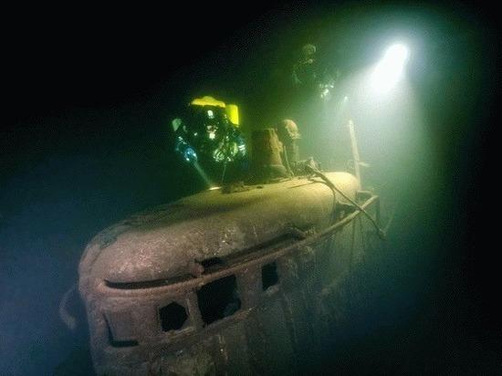 На дне Финского залива у острова Большой Тютерс водолазы экспедиции «Поклон кораблям Великой Победы» обнаружили две советские подводные лодки