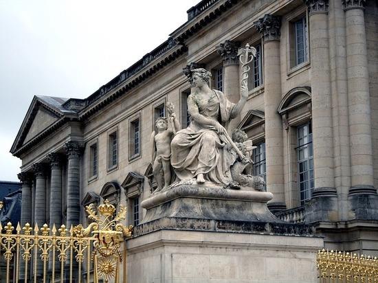 Французский президент примет российского коллегу во дворце «короля-солнце»