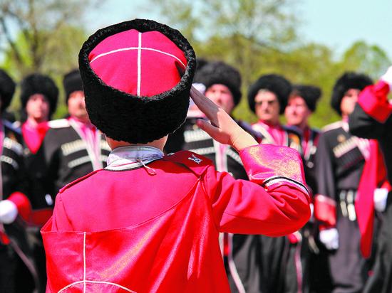 Директора кубанских школ могут лишиться работы из-за отказа носить казачью форму