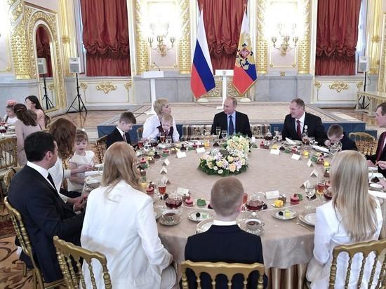 Путин и расплакавшийся ребенок: трехлетний мальчик не оценил президентской заботы