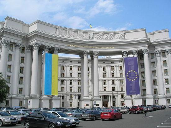 В Киеве призвали ввести визовый режим с Россией как можно быстрее
