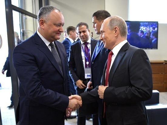 Санкций не будет: договоренности Додона и Путина о молдавских мигрантах и товарах остались в силе