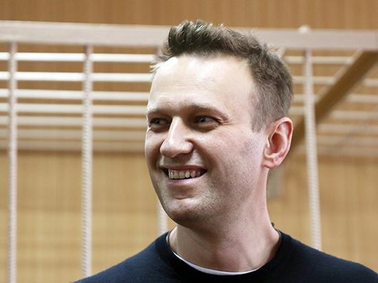 СМИ: Навальный вновь улетел за границу