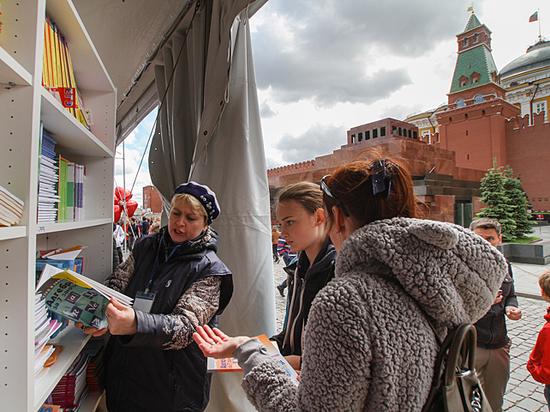 На книжном фестивале «Красная площадь» Ленина променяли на Водолазкина