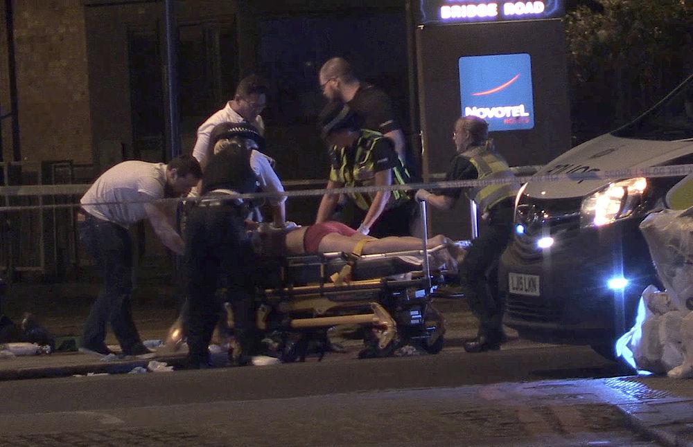 Двойной теракт в Лондоне: шокирующие кадры с места событий
