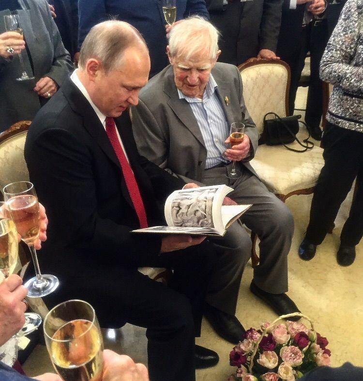 Писатель и президент: Даниил Гранин принял госпремию от Владимира Путина