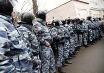 Тверской районный суд в понедельник продолжил рассмотрение дела Станислава Зимовца о применении насилия в отношении сотрудников силовых ведомств на несанкционированном митинге в Москве 26 марта