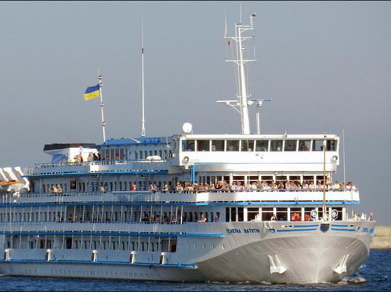 Украинский круизный лайнер «Ватутин» внезапно взял курс к берегам России