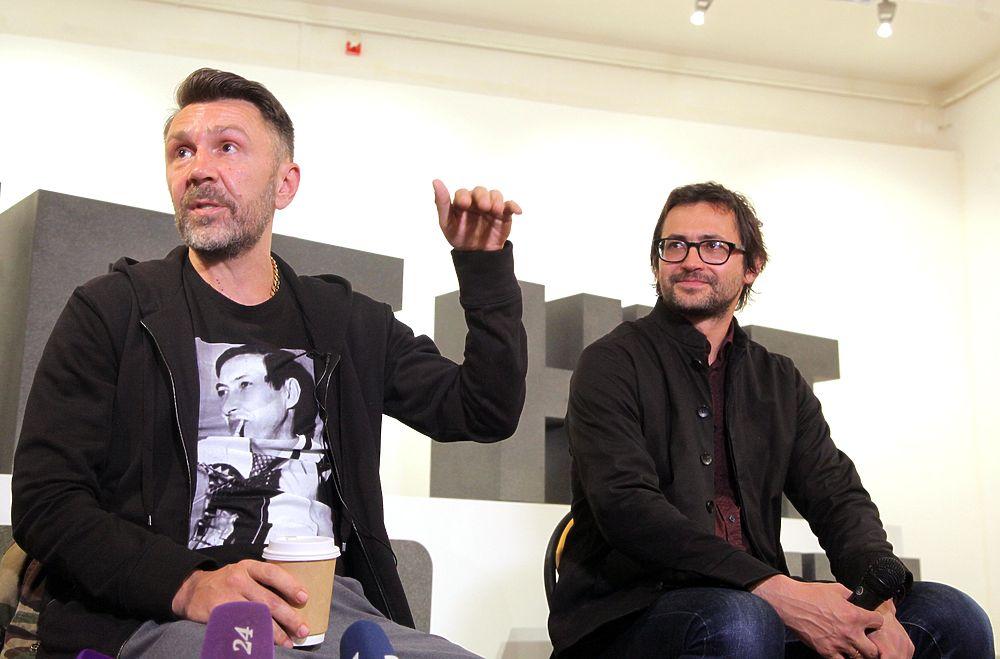 Сергей Шнуров потроллил Анастасию Волочкову на своей московской выставке