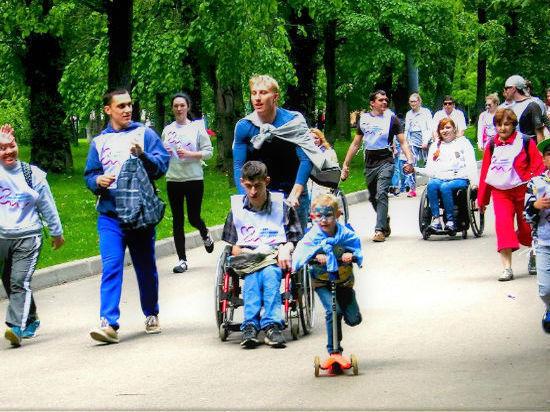 Добрый и невероятно позитивный марафон «Спорт неограниченных возможностей» шесть лет подряд дарит улыбки сотням участников.