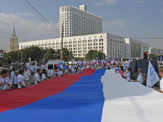 Хасбулатов, Руцкой и Шахрай рассказали, как появился День России