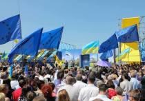 В пунктах выдачи биометрических паспортов в украинских городах сегодня еще многолюднее, чем на прошлой неделе