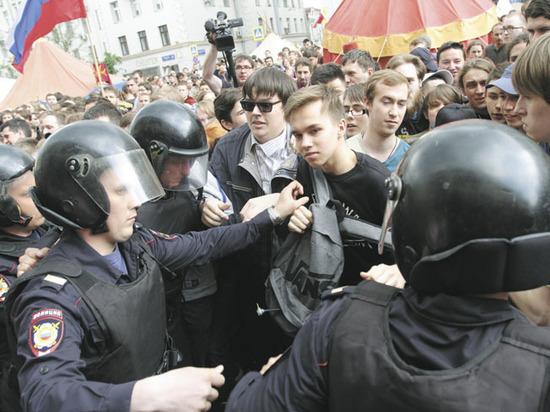 «Гулянья» с ОМОНом по Тверской закончились «вязаловом»: задержан каждый десятый