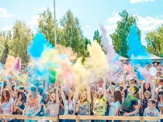 На фестивале красок в Тамбове собралось около двух тысяч человек