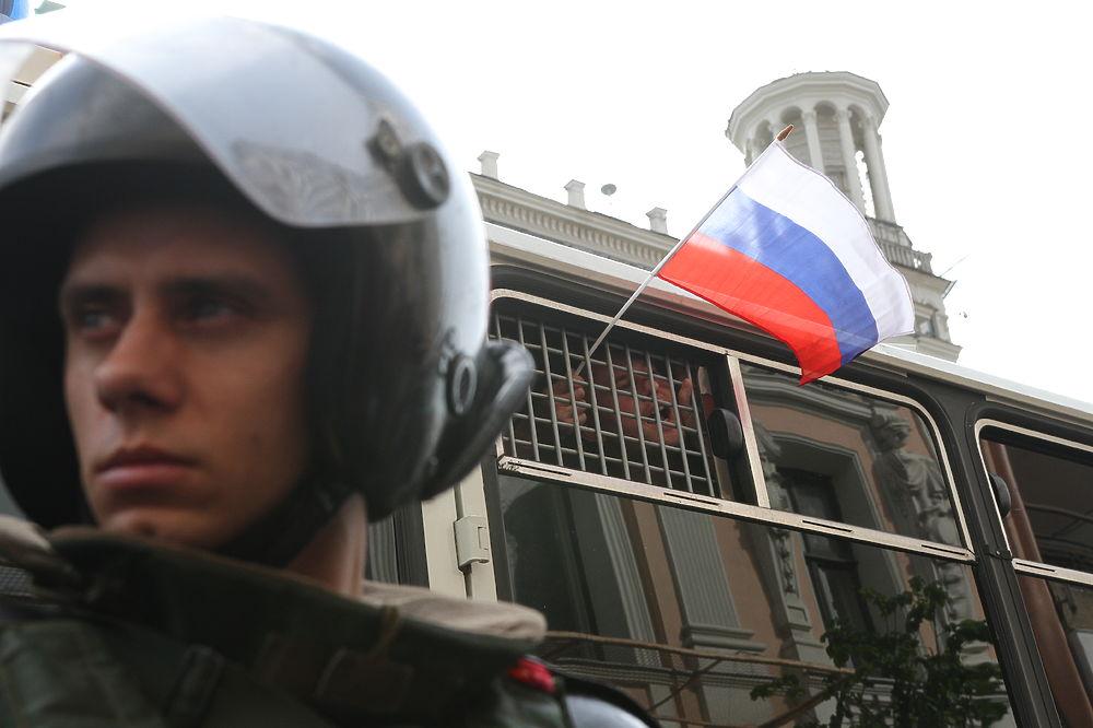 Как полиция прессовала митингующих на Тверской: газ, дубинки и «Позор!»