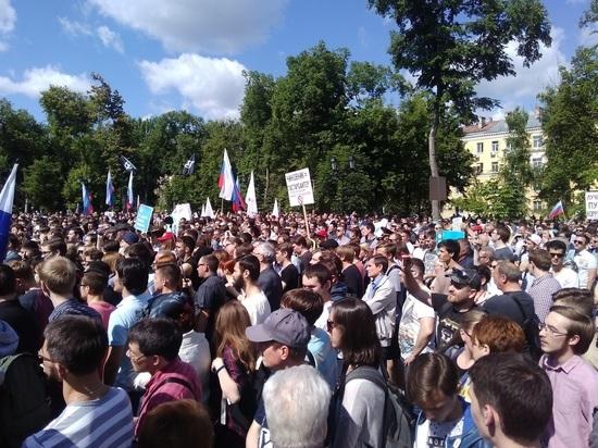 Шествие по улице Свободы обошлось без задержаний, но не без конфликтов.