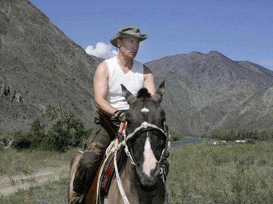 Путин рассказал Стоуну, как летел через голову с лошади