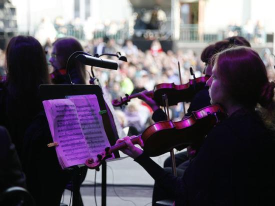 Будто заслушавшись музыкой великого Чайковского, ливень прекратился ровно на несколько часов, пока длилось открытие грандиозного Международного фестиваля