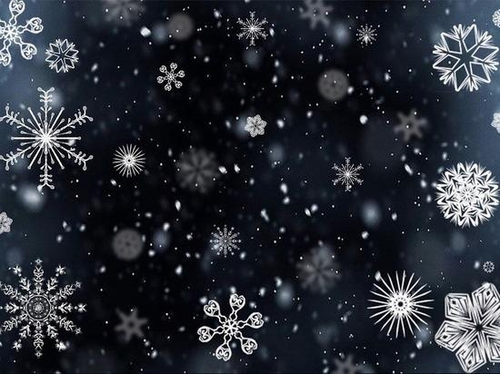 На земной снег он, как утверждается, не похож.