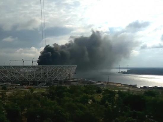 Вспыхнувшие стройматериалы удалось быстро потушить, но столб дыма был долго виден из всех точек города