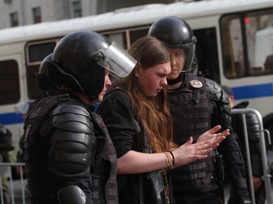 Дети под полицейскими дубинками: Путин промолчал о протестах несовершеннолетних