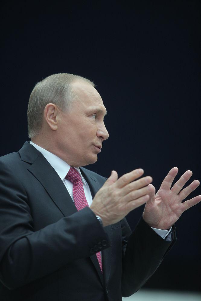 """""""Машина времени"""": Путин четыре часа отвечал на вопросы россиян"""