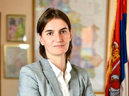 Президент Сербии Александр Вучич назначил на пост премьер-министра страны 41‑летнюю Ану Брнабич