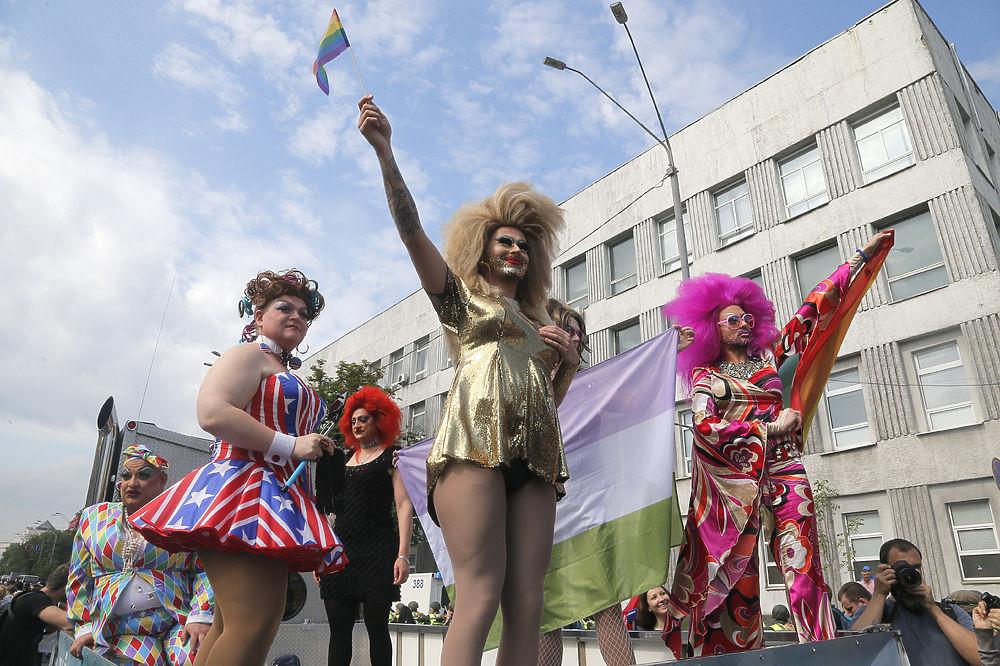В Киеве активисты ЛГБТ-движения спровоцировали массовую драку с радикалами
