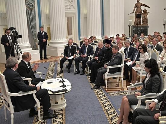 Стесняться нечего: Путин разрешил проводить акции протеста