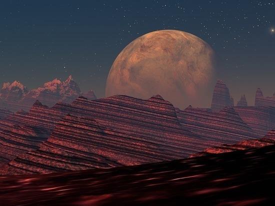 Также он сообщил о том, что на Красной планете находится стометровый звездолет