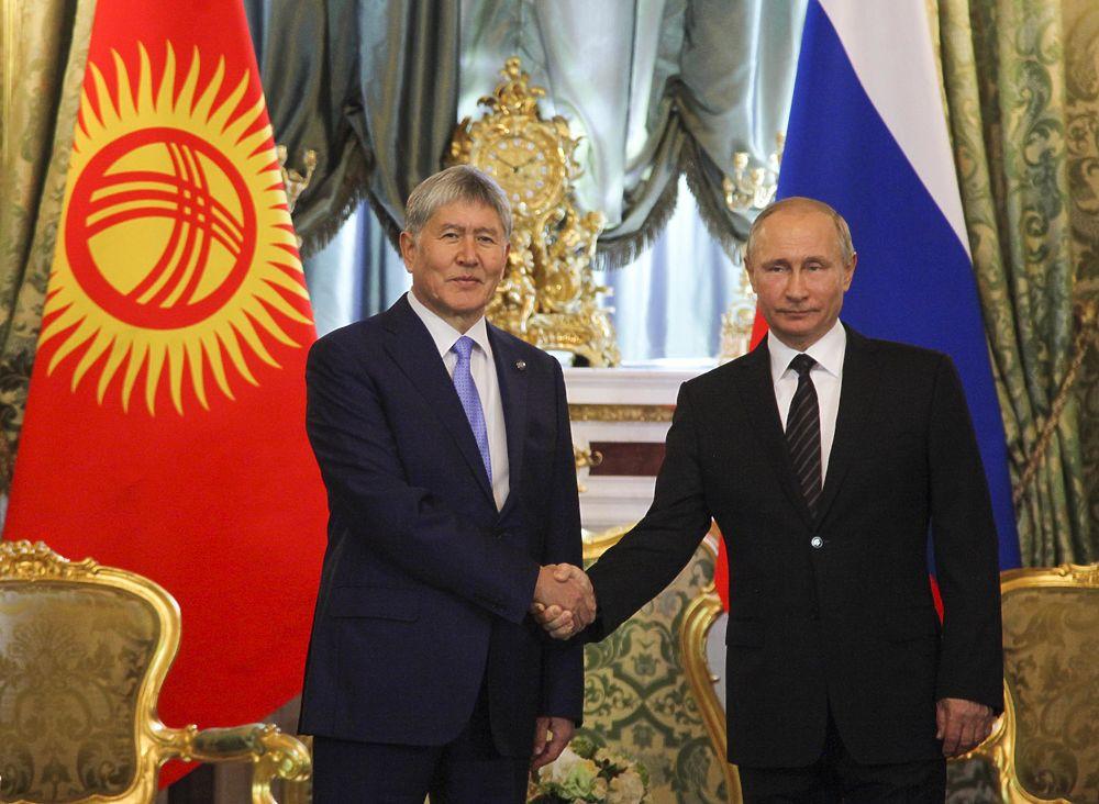 """Путин и Атамбаев в Кремле """"укрепили"""" союзничество декларацией"""