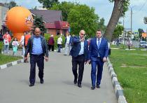 В этот понедельник Дмитрий Жариков посетил те участки Серпухова, где проходят ремонтные и благоустроительные работы