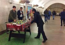Настоящие битвы по настольному футболу можно ежедневно наблюдать в московской подземке