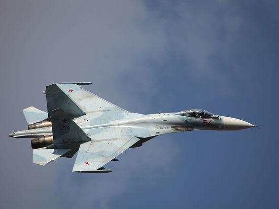 Видео было снято через иллюминатор с самолета министра обороны