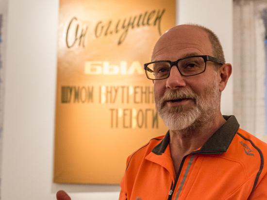 В пространстве «VLADEY» цитаты Александра Сергеевтча растащили на картины