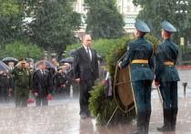 В четверг, 22 июня, годовщину начала Великой Отечественной войны президент России Владимир Путин возложил венок к Могиле Неизвестного Солдата
