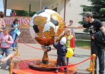 Символом фестиваля «Золотая хохлома» стал глобус – футбольный мяч