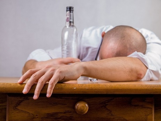 Три человека погибли в Подмосковье, выпив метанол из канистры