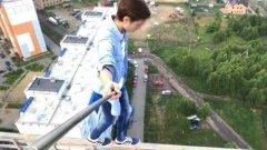 В Челябинске подросток прогуливался по краю многоэтажки